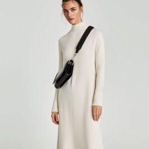 🌷NWT Embossed leather crossbody bag